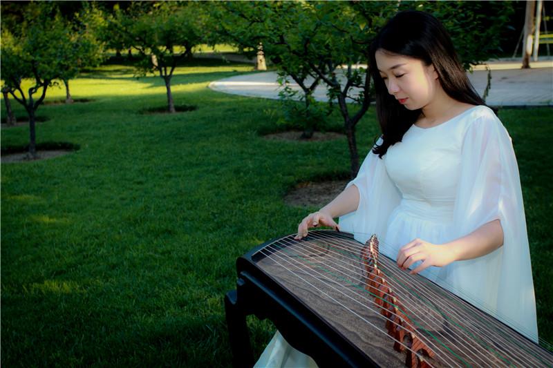 浅析古筝按音的几种弹奏方法